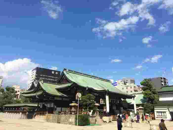 「天満の天神さん」という愛称で親しまれている大阪天満宮。学業成就や諸芸上達などのご利益があります。大阪天満宮すぐ近くの天神橋筋商店街は、日本一長いアーケードとして有名です。