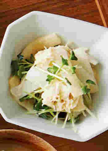 ほたて貝柱の水煮缶と大根は相性バッチリ!他にカイワレ菜を入れれば彩りもさわやかに。味付けはマヨネーズとわさびと醤油で、まろやかな中にピリッとしたアクセントが効く、おつまみにも美味しいサラダです。