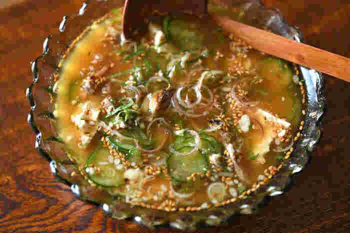 夏の汁かけご飯として、最高においしく食べやすい冷や汁。アジの旨味がギュッと詰まった宮崎県の郷土料理をぜひ自宅で味わってみてください。