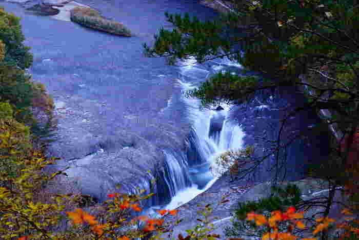 吹割の滝や老神温泉郷など、雄大な自然を感じられる沼田市周辺。車で20分ほどの距離、川場村には日本一の道の駅といわれる「道の駅川場田園プラザ」、車で30分ほど足をのばせば、県内最大の温泉地数を誇るみなかみ温泉郷もあります。