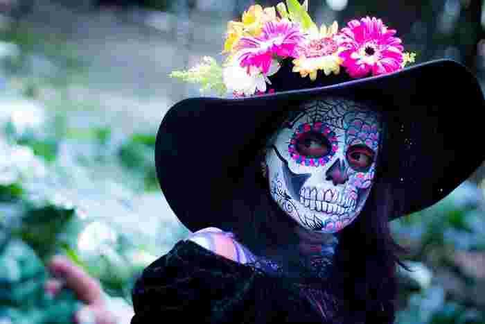 毎年11月1、2日は「死者の日」でメキシコは非常に賑わいます。私たちも時には、こんな仮装でメキシコに思いを馳せてみましょう。