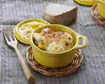 レモンバジル風味のさば缶は、そのまま食べても美味しいものですが、じゃがいもと合わせてボリュームのあるポテトグラタンにするとワインによく合うおつまみに!イタリアンで一杯飲みたいときにおすすめです。