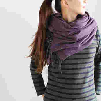 肌寒いときに羽織ったり、首に巻いたり、さまざまな使い方ができる便利なぽかぽかアイテム。シンプルなデザインですので、長く愛用できます。