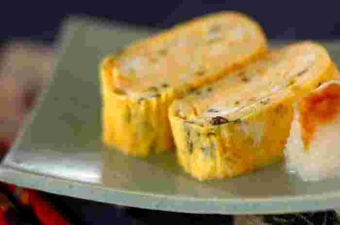 刻んだ高菜を加えれば、醤油を垂らした大根おろしがよく合うしょっぱい卵焼きに。高菜の塩気が程よく、ピリ辛でご飯とも相性抜群!彩りが良いのでお弁当にもおすすめです。
