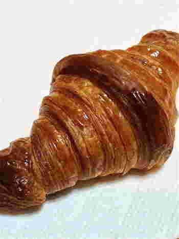 さまざまな人気パンが豊富に揃えられているル・シュクレクール岸部ですが、一番のおすすめパンは、サクサクとした食感のクロワッサンです。人気商品のため、遠方の方は予約注文することも可能です。(岸部 ル シュクレクール店舗での受け取りになります)