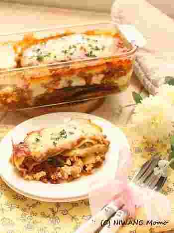 ホワイトソースの代わりにリコッタチーズを使ったヘルシーでコクのあるラザニア。チーズとトマト、どちらとも相性のいい茄子を重ねてつくる、ボリュームいっぱいのレシピです。