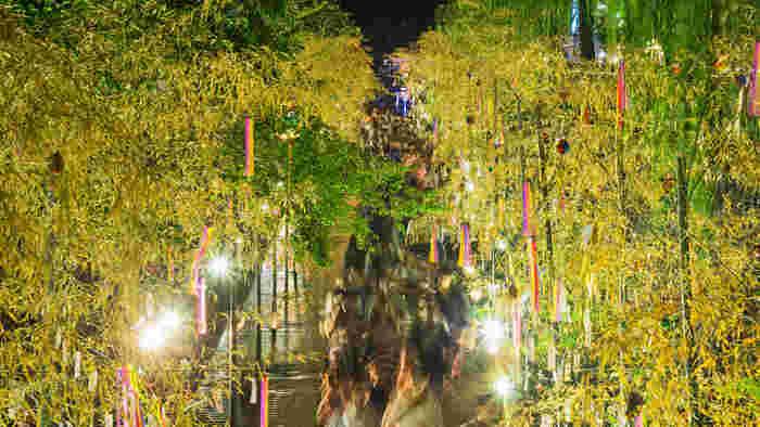 旧暦の七夕にあたる8月上旬に、京都市の各所で、様々なアーティスティックなイベントが行われ、一年に一度の願い事をするという、歴史ある街でのロマンチックなイベントとなっています。