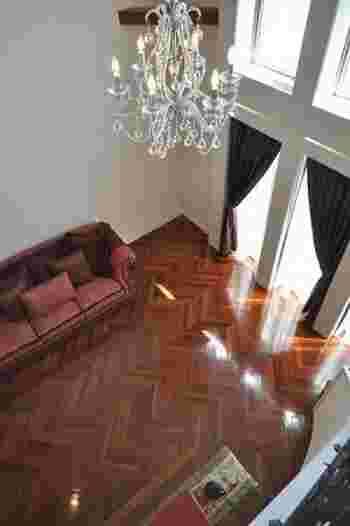 オレンジ・赤みがかったトーンはお部屋をぱっと明るい雰囲気にしてくれます。