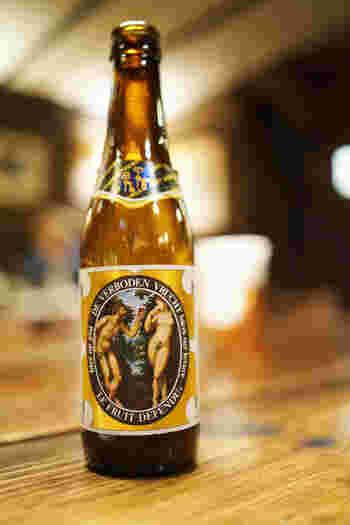 流れるタンゴの音楽に似合うのは、世界中より集められたビール。ちょっと明るいうちから口にするアルコールは最高!本の余韻に浸りながら味わいたいですね。