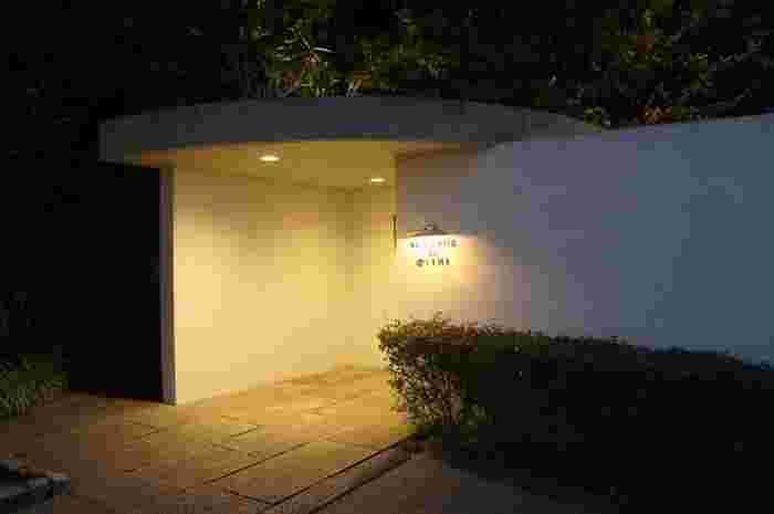 オーベルジュとは宿泊施設も備えたレストランのことを言います。シンプルな外観に「隠れ家的」な雰囲気が漂っていますね。