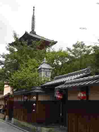 清水寺のほど近く、八坂の塔が見えるところに文の助茶屋本店はあります。京都らしい雰囲気が味わえる茶店です。京都市バス「清水道」から徒歩6分ほどのところにあります。