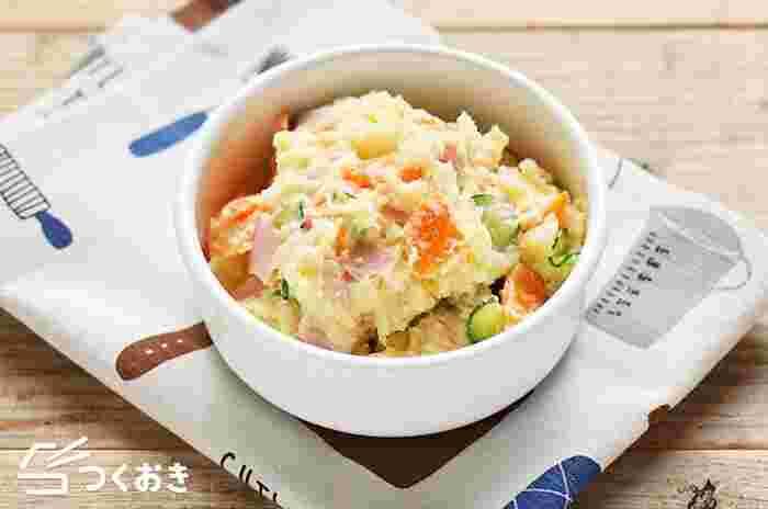 ポテトサラダも基本をしっかり押さえておきましょう。こちらのレシピではにんにくを少し加えることで旨味を加えています。余分な水気をしっかり切ることで作り置きしても味が落ちません。お弁当に入れても喜ばれそうですね♪