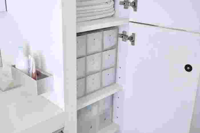 下着類は、クローゼットやベッド下に収納している方も多いのではないでしょうか。 しかし、よく考えてみたら着替えるのは、お風呂から上がったとき…つまり、ランドリールームですよね。 こちらのお宅では、無印良品のポリプロピレン小物収納ボックス3段を使用。  下着類のほかにも、実はランドリールームで主に使うアイテムがあるかもしれません。 日々の行動を振り返って、適切なモノの居場所を見つけましょう。