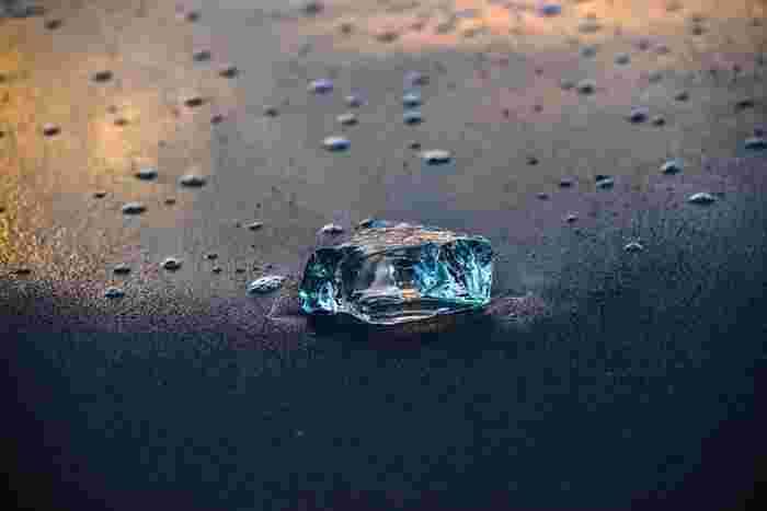 十勝の小さな町で発見された「氷のアート」。自然条件によって発生するものなので、行けば必ず見られるというものではありませんが、もしも見ることができたら、一生忘れられない体験になりそうです。澄み切った冬の空気の中で、ここでしか出会えない輝きを見つけに行ってみませんか?