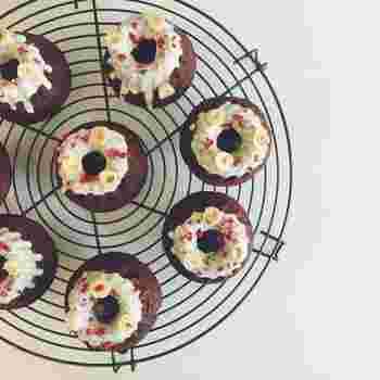 焼き菓子定期便は毎月、10個ほどがクール便で届きます。例えば、Filicaのマフィン3種、パウンドケーキ2種、ケーキ1種 、焦がしバターのマドレーヌ、クッキー2~3種など。見た目も素敵な焼き菓子は、毎月のティータイムをより充実したものにしてくれます。