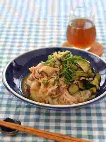 豚肉&生姜なすの食欲そそるぶっかけそうめん。ごま油の香り高く、薬味のしそのおかげですっきり。程よくパンチもあって、やみつきになりそうな夏らしい一品です。