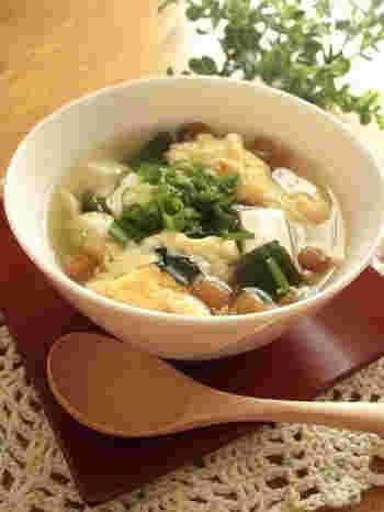 わかめや豆腐などいつものお味噌汁の材料でも、ダシダを使うことで全く違う味わいに。少し変化をつけたいときなど、たまにはいいですね。