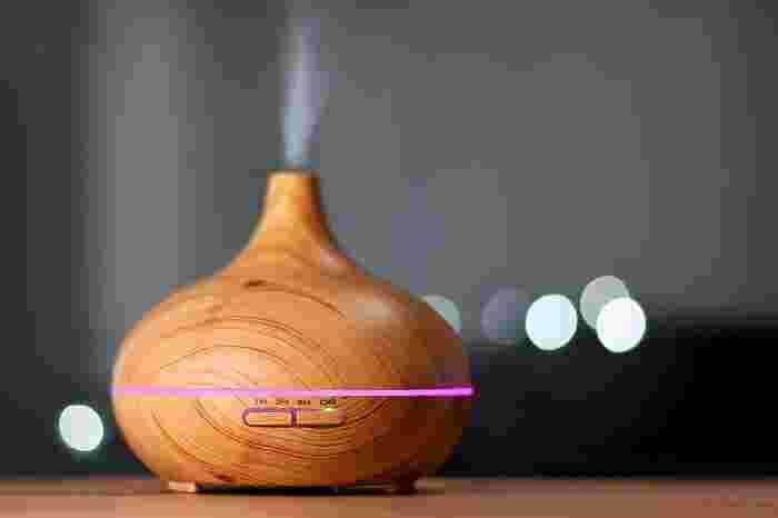 超音波タイプは人気アイテム。水蒸気と共に香りが広がります。こまめに水を取り替えたり、タンクを洗ったりとメンテナンスが必要です。