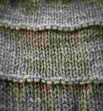 何段かおきに裏編みを入れることで、こんな風に模様を入れていくことも可能です。