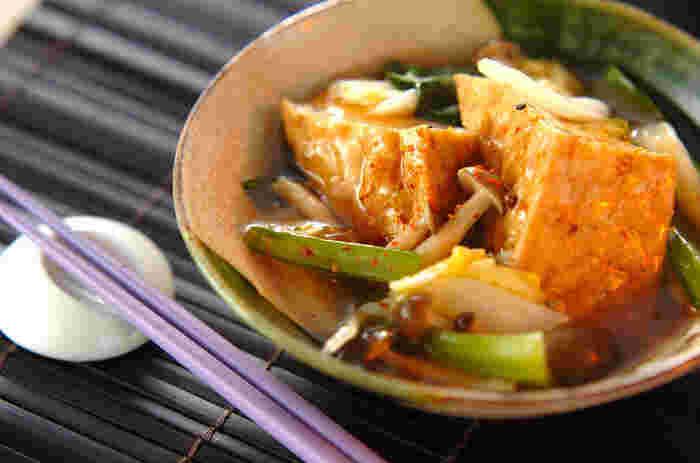 カロテンやビタミンCたっぷりのチンゲン菜とあわせて。野菜はレンジを使って火を通すからとってもお手軽♪