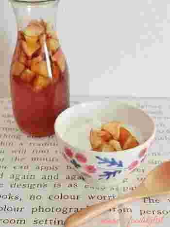 手に入りやすく、しかも相性のいいりんごとオレンジの組み合わせ。5倍程度に薄めて飲んだり、フルーツはヨーグルトやグラノーラなどにのせて。