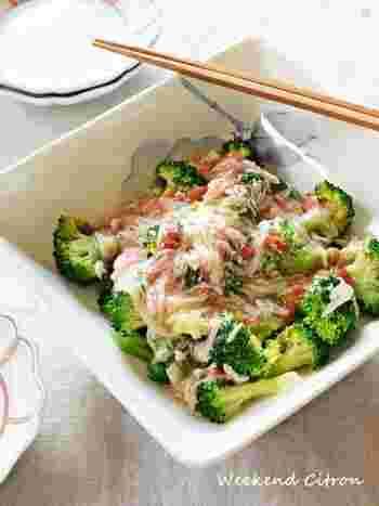 サラダにカニカマを散らすだけでは物足りない!そんな時は、ブロッコリーにカニカマ餡をかけたこちらのレシピはいかがでしょう?彩り綺麗で立派なおかずになりますよ。