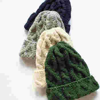 コーデの仕上げにさっとかぶるだけで、グンとおしゃれな印象に見せてくれるニット帽。1年を通して使えるアイテムですが、防寒アイテムとしての機能が高いため、特に冬におすすめです。