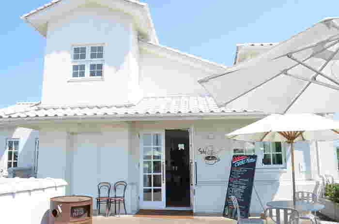 クラブハリエ ジュブリルタンは湖東に位置するベーカリーカフェ。二階のテラスからは琵琶湖の景色を一望でき、旅行に行ったら一度は訪れたい素敵なお店です。