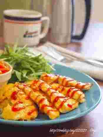 パサつきがちな鶏胸肉の調理でおすすめなのが、溶き卵を衣にして焼く「ピカタ」です。あらかじめお肉をマヨネーズに漬けることで、しっとり美味しく味わえますよ!