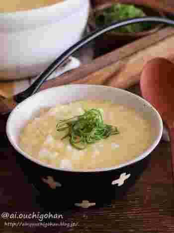 ふんわりトロトロのたまご粥は、たくさん飲んだときでも胃に優しく食べやすい一品です。あっさり味で、お腹も心も満たされます。