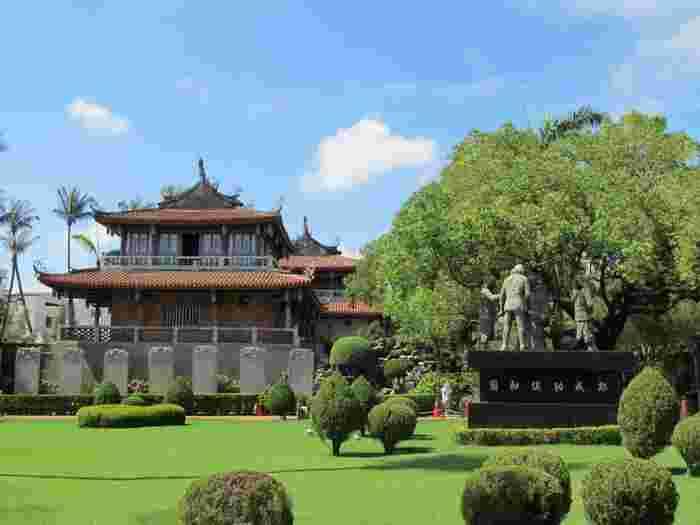 赤崁楼はもともとオランダ人によって建てられてたものですが、その後歴史と共に何度も改修が加えられてきました。そのため、赤レンガと中国様式の建物が組み合わされた、独特の景観を楽しむことができるのです。