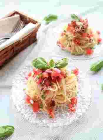 トマト風味のサルサソースを使った簡単パスタレシピです。お好みで黒コショウをプラスしても美味しくいただけるそうですよ◎。