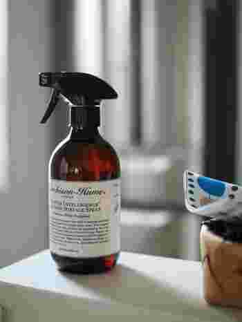 キッチンのお掃除をする際に、抗菌消臭効果があり、さらにさわやかな香りがするキッチンクリーナーを使うと、キッチン全体の抗菌消臭ができるうえに、お掃除のあと、キッチン全体が心地よい香りに包まれて気分までスッキリしそう。