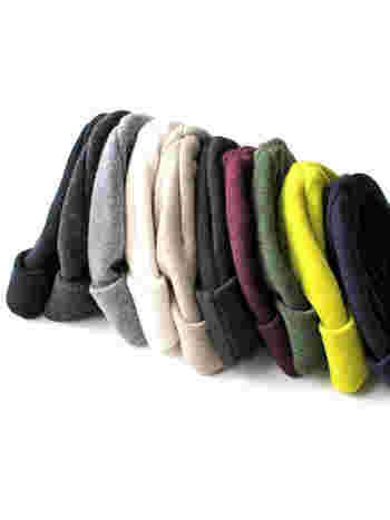 1956年創業のドイツのニットメーカー「LEUCHTFEUER FOUR(ロイフトフォイヤー)」のウール・ニット帽。畦編みでざっくり編まれていますので、あったかいうえに伸縮性もあり、かぶりやすいのが特徴です。