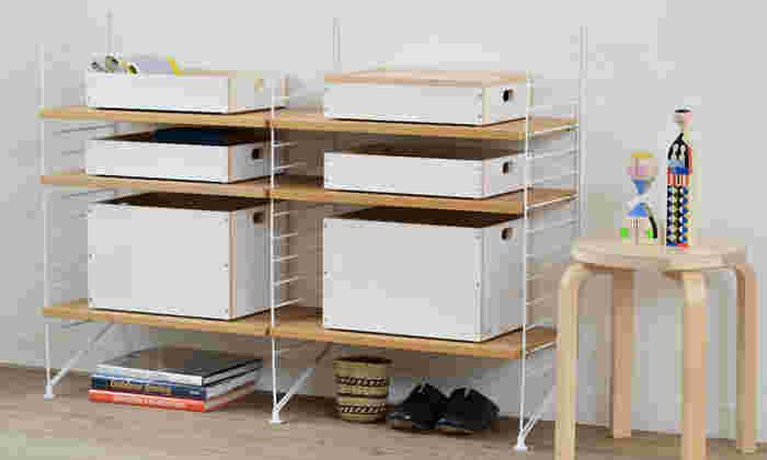 棚収納に使えば、スッキリと見えてスタイリッシュです。取っ手も付いているから、棚からも引き出しやすいです。