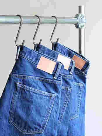 デニムの色落ちなんてあまり気にしないという方や、洗濯にいちいち気を遣いたくないというズボラさんにオススメの、「最低限守っておきたいルール」がこちら。普段から出番の多いジーンズやデニムシャツを長く楽しむために、ちょっとだけ心がけてみて下さい。