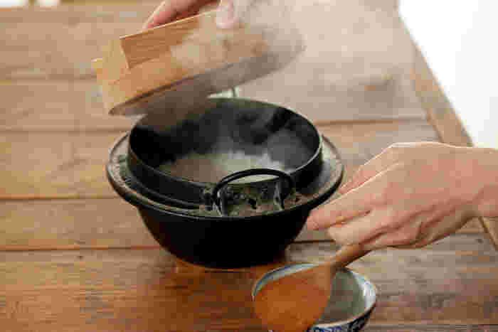炊き上がったごはんは、思わず「きれい!」と歓声をあげてしまうほどふっくらツヤツヤ。美味しそうな香りが部屋いっぱいに広がります