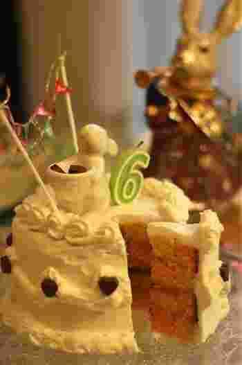 生クリームでコーティングしても可愛いですね。一見普通のケーキに見えてカットすると驚きがあるサンセバスチャンは、バースデーケーキにもぴったり!
