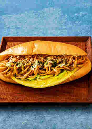 子供から大人まで人気の高い焼きそばパン。たまにはちょっとアレンジして広島焼き風のサンドにしてみてはいかがでしょうか。さらにボリューム感もアップし、これ1つで満足できそう。
