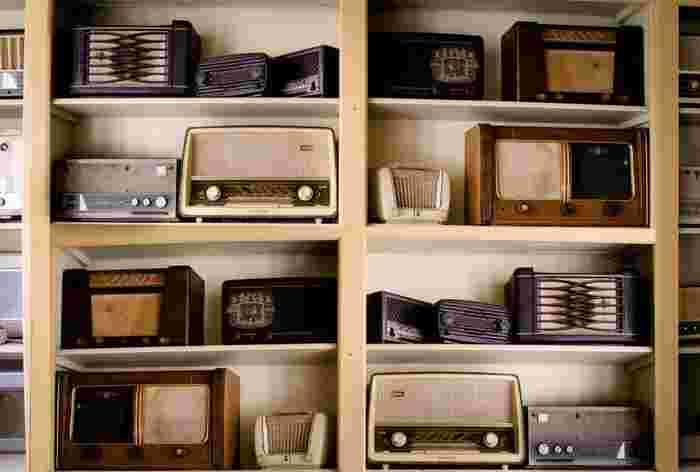 電化製品や通信機器も、日本では使えない、もしくは一部の機能しか使えないというケースもありますので、事前にリサーチしてから買うようにしましょう。