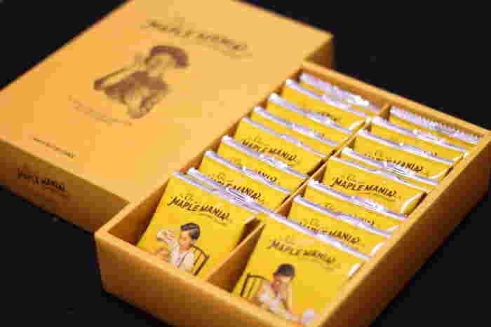 グランスタで行列ができるお店として有名な「ザ・メープルマニア」では、メープルの甘い香りが漂うクッキーが大人気。古き良き時代のアメリカをモチーフにしたデザインパッケージもおしゃれです。