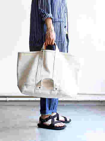 使うほどに愛着が増す、たっぷり入るトートバッグ。