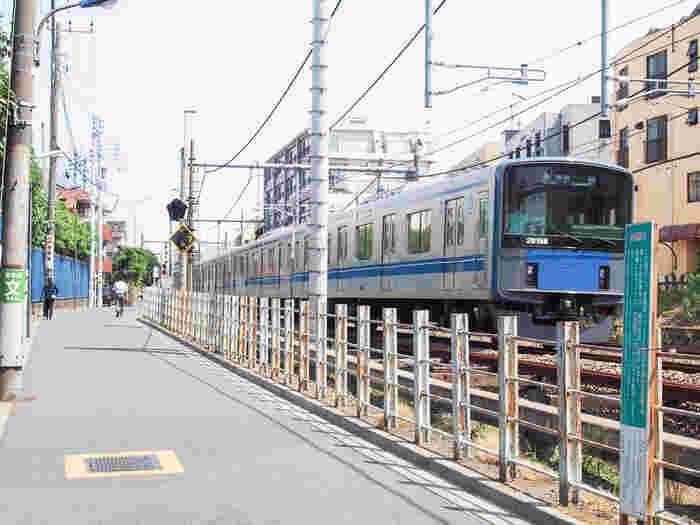 学生が多い街ですが、騒がしいということはなく、比較的穏やかな江古田の街。大学があるため治安もよく、一人暮らし向けの物件もたくさんあります。また、徒歩10分ほどの距離に「新江古田駅」「新桜台駅」があり、都営大江戸線と西武有楽町線も使えます。