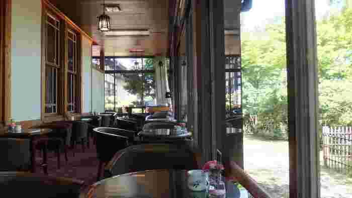 奈良ホテルは、日本の激動の時代と共に歩んできたといえるでしょう。戦前の華やかな時代から、戦後は、東京オリンピックなどによる経済効果のおかげで、国内の観光客はもちろん、外国人観光客も多く奈良ホテルに訪れるようになったそうです。現在では、チャペルや屋上テラスガーデンなど時代に合わせた魅力的な施設も建てられています。