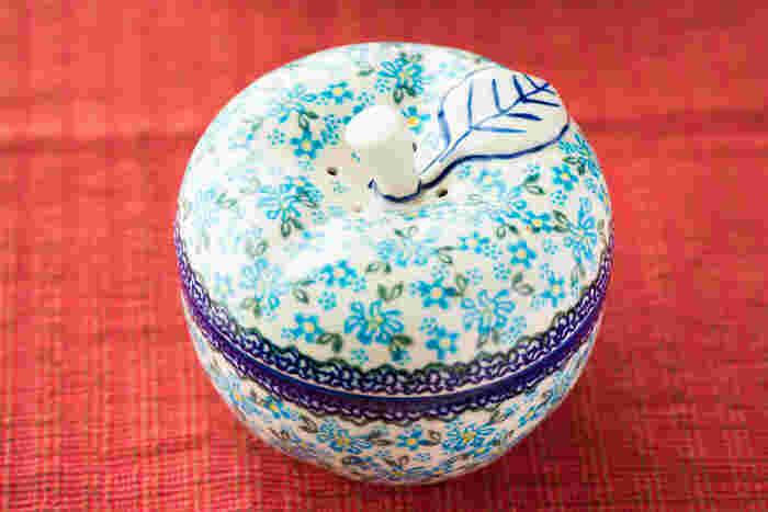 置物としても可愛いデザイン。ちょっとしたお菓子や、小物を入れておくのにも良いサイズです*