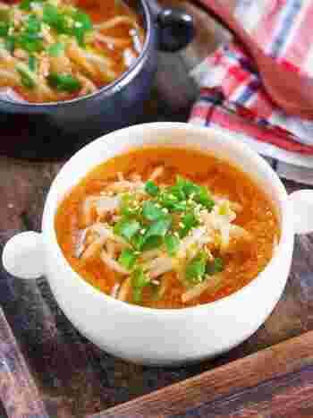 炒め物の他、スープやお味噌汁なども凍ったまま投入してOK。解凍したもやしはしんなりしているので、特に汁物との相性が良いんですよ◎