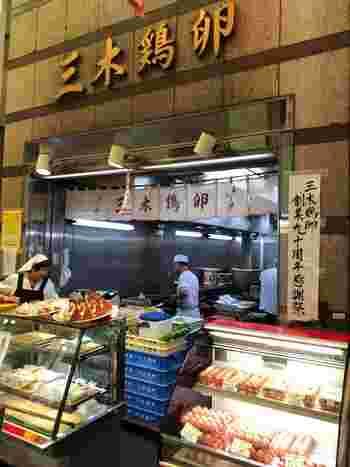 錦市場で90年も営業を続ける【三木鶏卵】。新鮮な卵にこだわりの出汁を加えた「だし巻き玉子」が看板商品のお店です。
