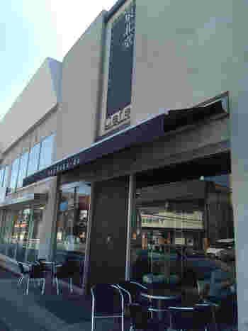 大阪・堺で人気の「泉北堂」。こちらのお店は、泉ヶ丘駅から徒歩15分ほどのところにあります。駅からは路線バスもありますよ。