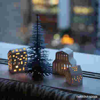 自分で手づくりして仕上げる、紙でできたクリスマスツリー。紙ならではの優しくて素朴な佇まいに惹かれます。説明書を見ながらワクワク気分で手づくり♪親子で楽しむのもいいですね。大きさ違い、色違いでいくつか並べると、まるでお部屋に小さな森ができたような雰囲気を楽しめます。