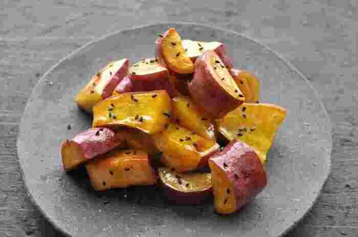 大学芋は、皆さん大好きですね♪特に子どもは大喜び❤ 今回は、「基本のレシピ」のほかに、油も砂糖も使わない「ヘルシーレシピ」をご紹介します!